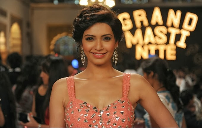 karishma-tanna-hot-photo