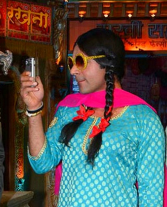 sunil grover gutthi photo