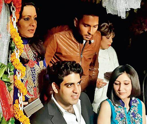 yuvraj-singh-mother-shabnam-singh-akansha-sharma-husband-zorawar